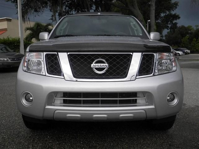 SELLING MY  USED 2012 NISSAN PATHFINDER LE