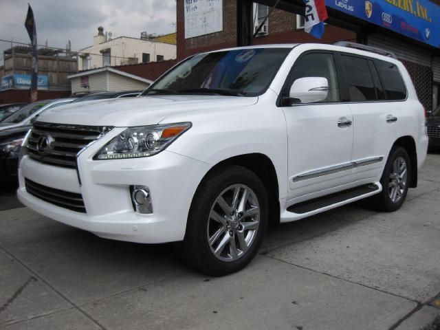 للبيع Lexus Lx570 2013 ( Gulf Spec ) Call or WhatsApp CHAT  +254703285